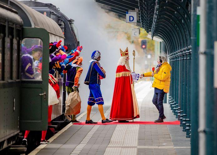 Sinterklaas arriveerde vorig jaar nog onder grote belangstelling in Apeldoorn voor zijn landelijke intocht. In de Veiligheidsregio IJsselland wordt dit jaar in geen enkele gemeente een fysieke intocht toegestaan.