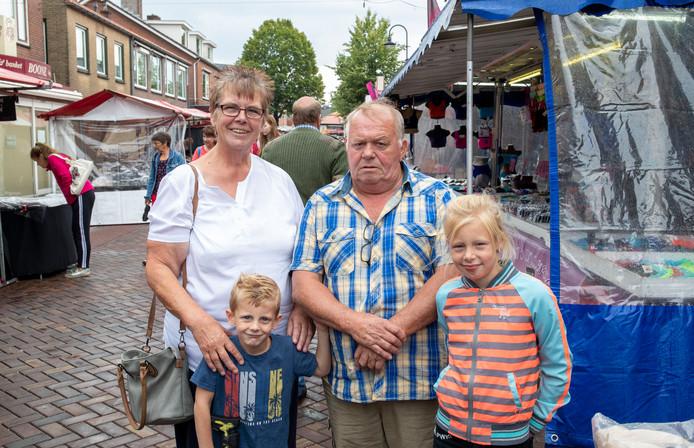 Jennie en Freddie Soldaat met hun kleinkinderen Naomi en Thijs.