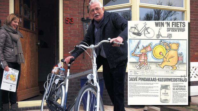 Bart de Does toont trots de prijs die hij won met de kleurplaat uit 1963 (onder).