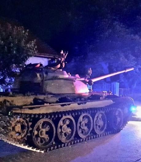 Dronken man scheurt met tank door Poolse stad