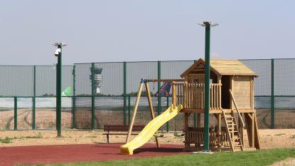 Tweede opgesloten gezin krijgt ongelijk van Raad voor Vreemdelingenbetwistingen, meldt Francken