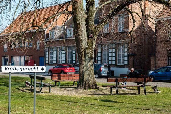 Zandhoven in lockdown vanwege de coronamaatregelen. Parkje De Linden.