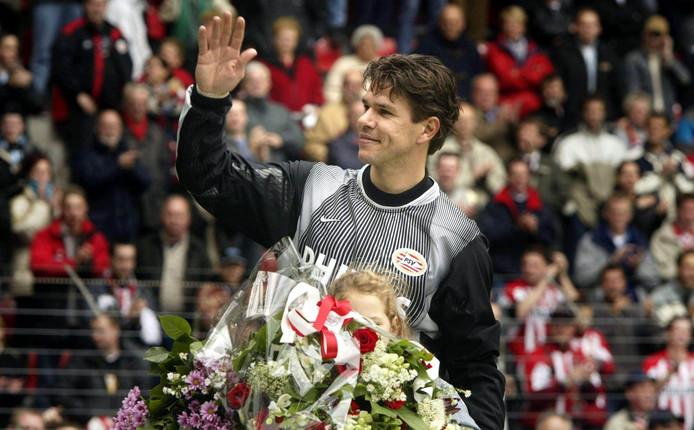 Patrick Lodewijks tijdens zijn afscheid bij PSV in 2002.