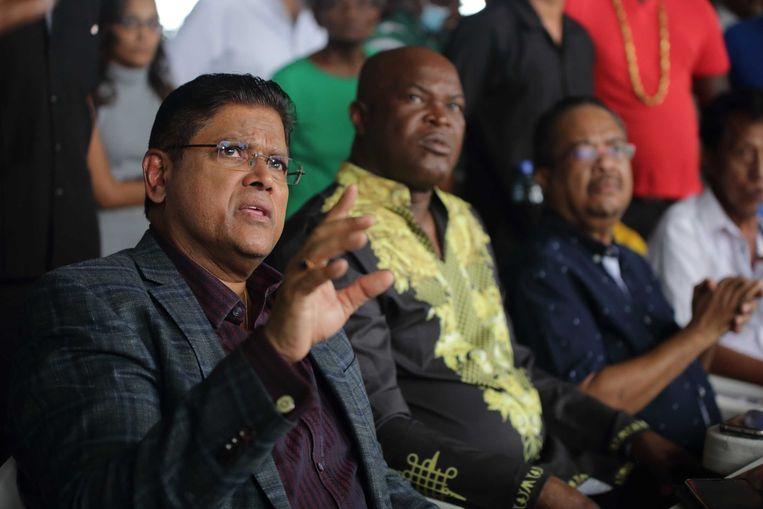 De Surinaamse partijleiders Chan Santokhi (VHP), Ronnie Brunswijk (ABOP), Gregory Ruslan (NPS) en Paul Somohardjo (PL). Beeld ANP