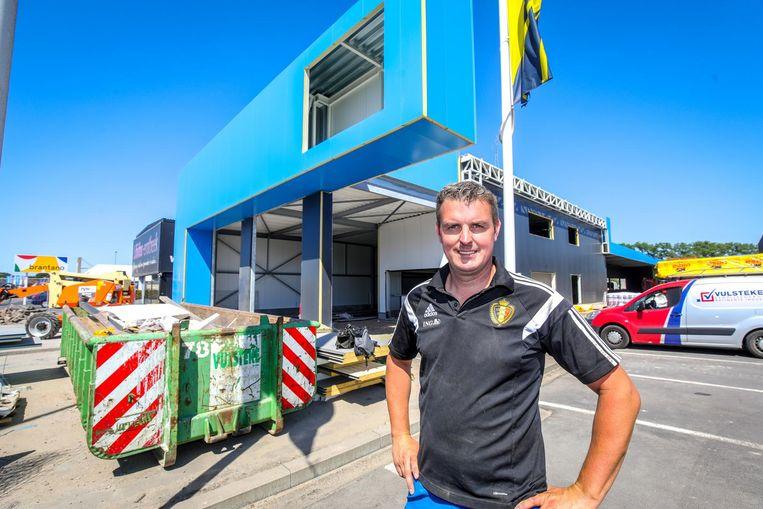 Mike Wildemeersch voor zijn nieuwe carwash.