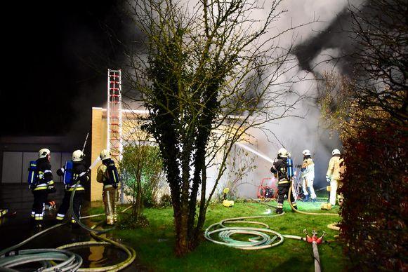 De brand ging gepaard met een dikke rookontwikkeling.