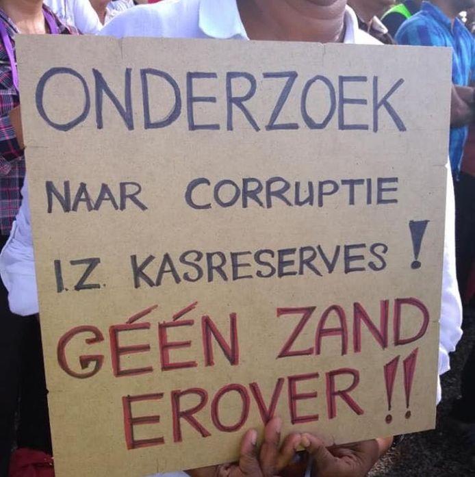 De financiële malaise zou onder meer te wijten zijn aan de corruptie.