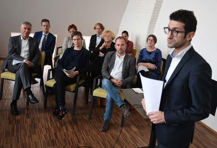 Toekomstig burgemeester Mohamed Ridouani (sp.a) stelt de nieuwe beleidsploeg van Leuven voor.