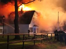 Woning met rieten kap in Zuna gedeeltelijk gesloopt na uitslaande brand