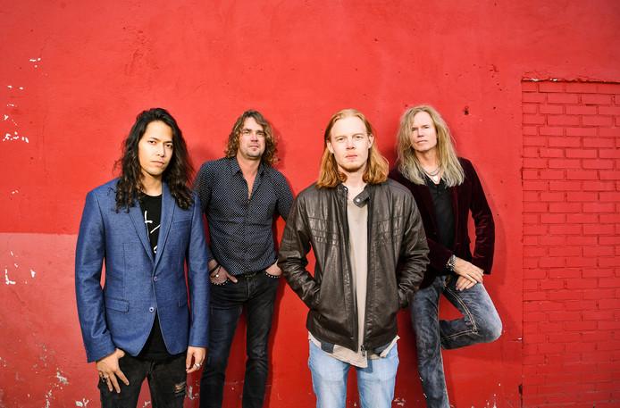 De Moonkings: bassist Sem Christoffel (links), zanger Jan Hoving, drummer Mart Nijen Es en Ad Vandenberg (rechts).