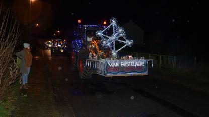 250 verlichte tractoren wensen u een gezellig kerstfeest toe