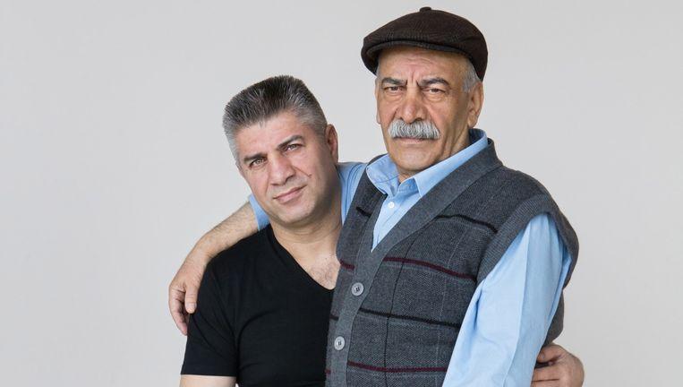 Orhan Delibas (44) won zilver op de Olymische Spelen in 1992 en heeft een sportschool. Hij wachtte jaren op de erkenning van zijn vader Ramazan (68). Beeld Cigdem Yuksel