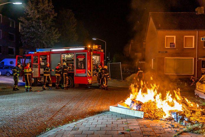 Stapel papier in brand in Oosterhout.