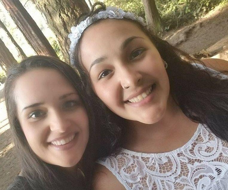 Amanda (links) en haar zus Alisha (rechts).