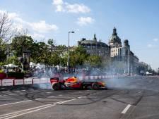 Verstappen vermaakt fans in Boedapest met 'donuts' draaien