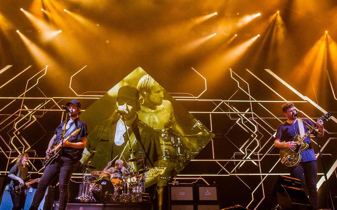 Kensington tijdens een uitverkocht concert in de Ziggo Dome.