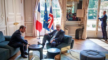 Boris Johnson voelt zich meteen wel erg thuis bij Emmanuel Macron