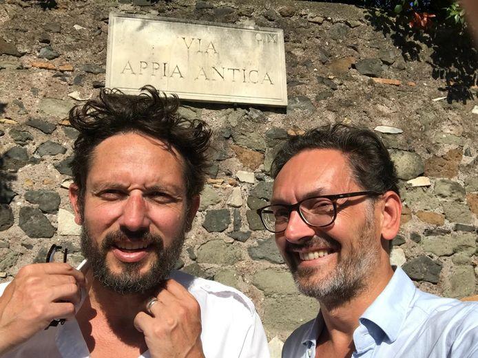 Oud-ambassadeur Michaël Vandebril en Bart Pluym zijn de nieuwe residenten in het Huis van de Dichter in Watou.
