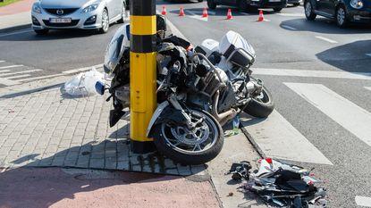 Politieman crasht tijdens opleiding tot motorrijder