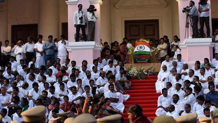 Indiërs rouwen om de dood van hun geliefde politicus. Beeld Afp