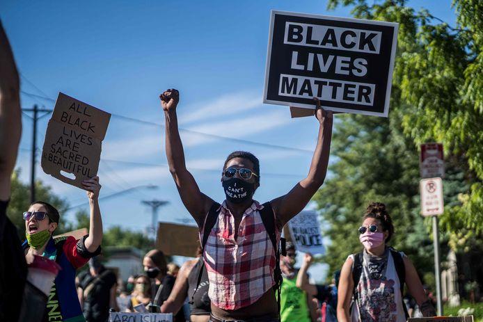 Demonstranten betogen tegen politiegeweld in Minneapolis.