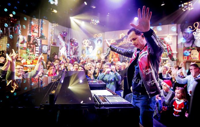 DJ Bart Arens, hier in het Top 2000 Café, trekt met zijn ochtendprogramma Aan de Slag! de meeste luisteraars.