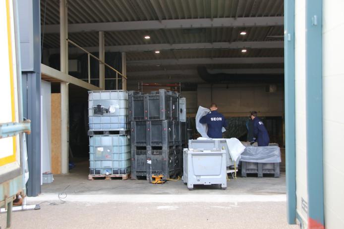De ontmanteling van het drugslab in Ede is begonnen.
