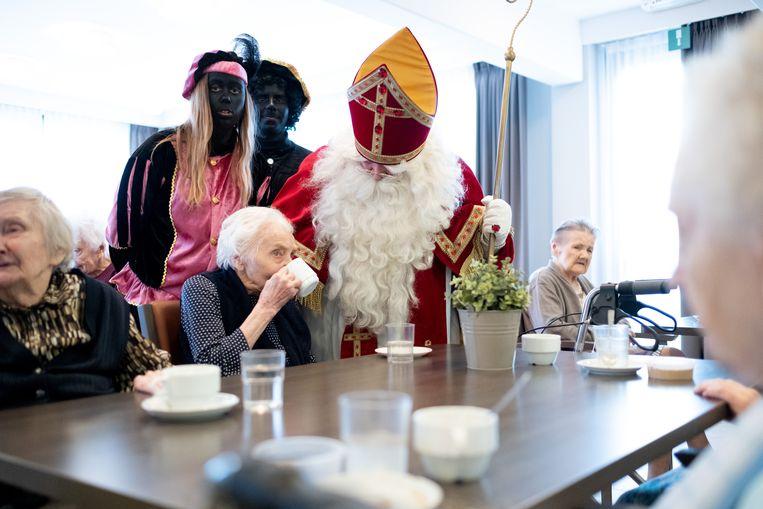BORNEM Sinterklaas bezoekt bewoners seniorencentrum OLV