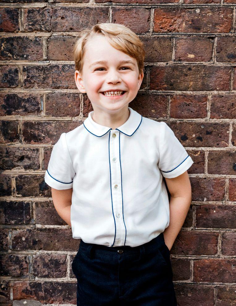 vandaag jarig koningshuis Prins George blaast vijf kaarsjes uit, Brits koningshuis deelt  vandaag jarig koningshuis
