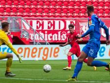 FC Twente gaat om de tafel met jeugdspelers Hilgers en Van Leeuwen