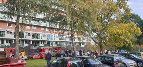 Flatgebouw in Hengelo ontruimd na brandende magnetron