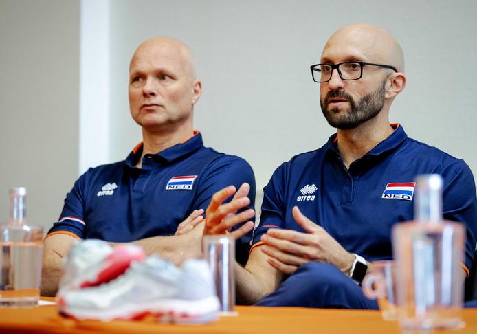 Bondscoach Jamie Morrison (rechts) en assistent-bondscoach Marko Klok.