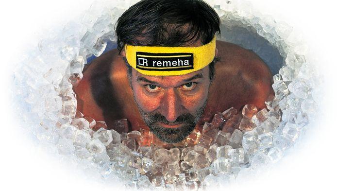 Iceman Wim Hof in zijn element. Zijn bewering dat hij zijn immuunsysteem kan beïnvloeden, blijkt hout te snijden.