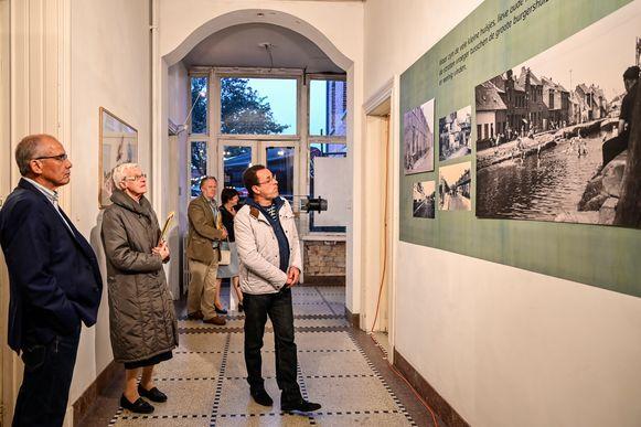 Voor de opbouw van de tentoonstelling spendeerden medewerkers uren en uren in het stadsarchief.