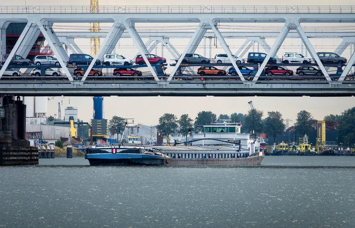 De Binnenvaart is een van de grotere sectoren in de Drechtsteden.