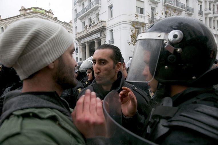In tegenstelling tot eerder in de week waren er vandaag geen gewelddadige protesten. Ongeveer tweehonderd mensen betoogden vreedzaam in de hoofdstad Tunis.