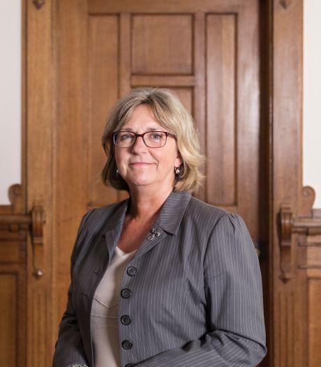 Voor burgemeester Nauta is de maat vol: stalkende 'Zuster Helena' opgepakt