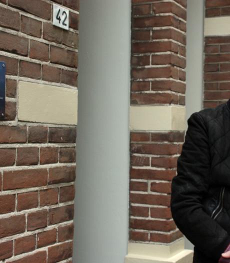 Wijhe eert artieste Conny Stuart met plaquette aan geboortehuis