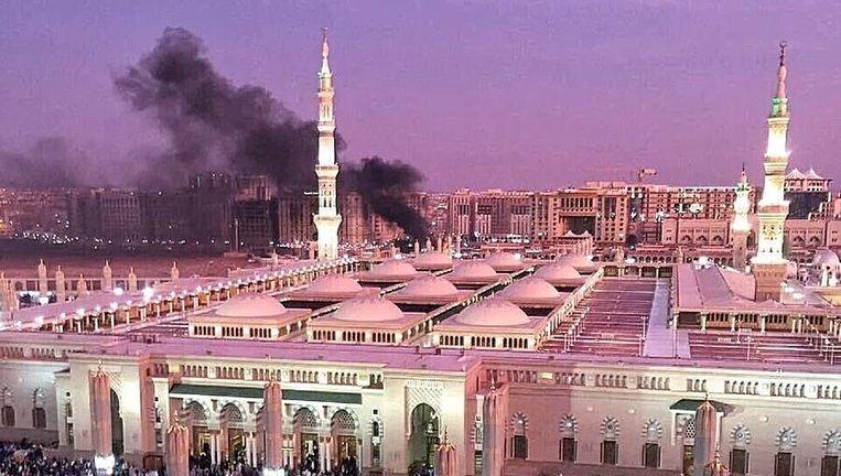 De aanslag in Medina vlakbij de Mohammed-moskee. Beeld Twitter