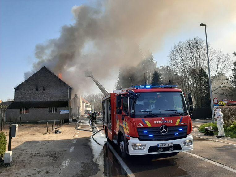 Vlammenzee verwoest gebouw in Averbode