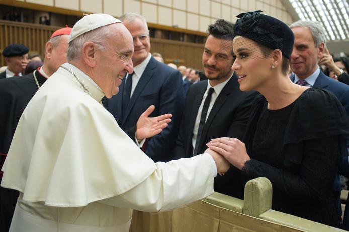 Katy en Orlando bij de paus.