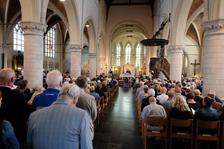 De kerk in het centrum van Heist zat overvol.