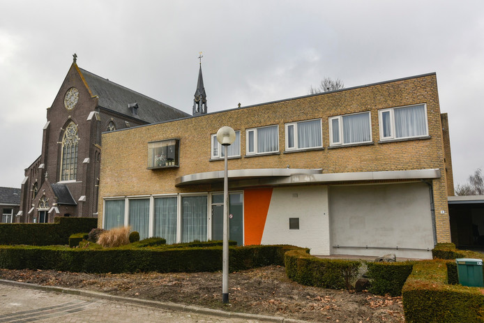 Ondernemers Gert-Jan de Rooij en zijn vrouw Jorine zijn bezig om het voormalig pand van de Rabobank om te toveren naar horecagelegenheid.