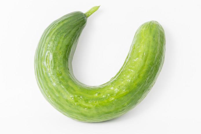 Een kromme komkommer.