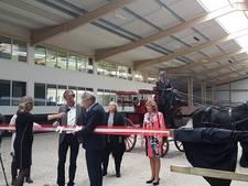 Nagelnieuwe Hellendoornse manege offcieel geopend