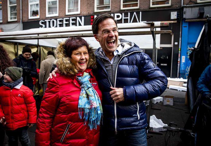 Premier Rutte tijdens de campagne voor de gemeenteraadsverkiezingen.