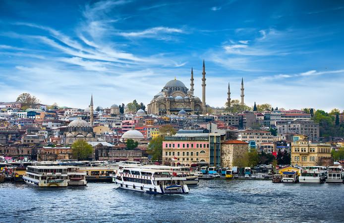 Onder meer een reis naar Istanbul met cliënten van het bedrijf zette kwaad bloed bij de gemeente.
