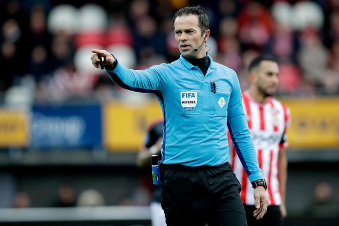 """Scheidsrechter Bas Nijhuis: """"Er zijn uitzonderlijke momenten waarop er niet gespeeld moet en kan worden."""""""