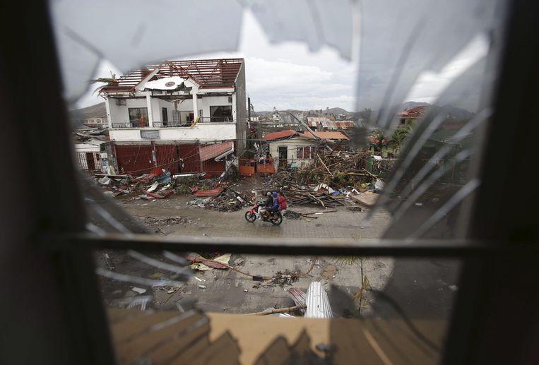 Verwoeste huizen in Tacloban. Beeld ap