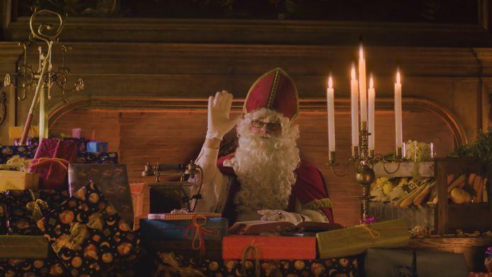 De Sint spreekt de Veurnse kinderen in een filmpje toe.
